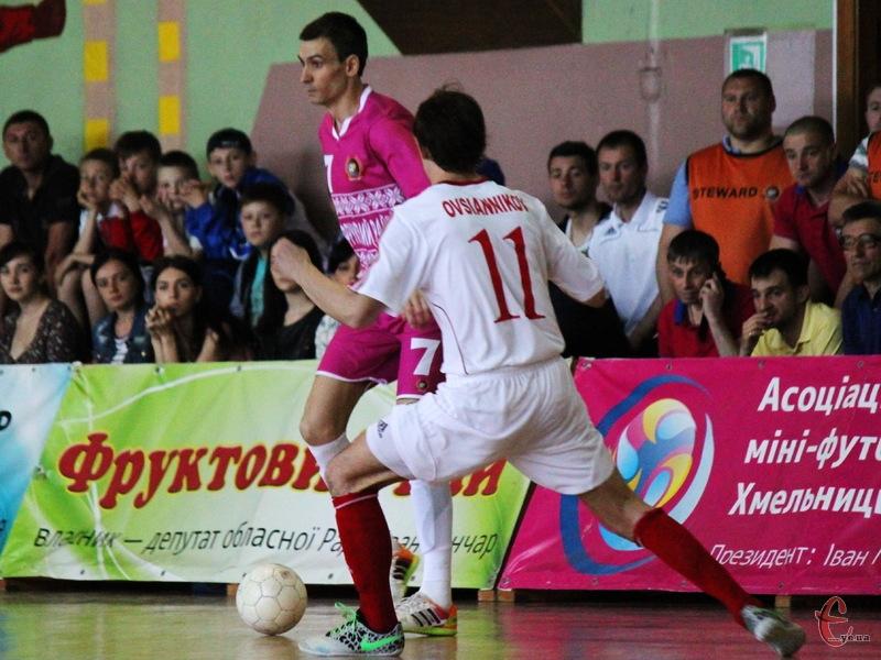 Хмельницький Спортлідер+, який в першому колі вдома програв Локомотиву 1:8, у Харкові поступився з рахунком 1:5