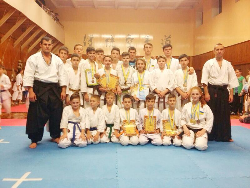 Юні хмельничани здобули безліч нагород на Кубку України з карате
