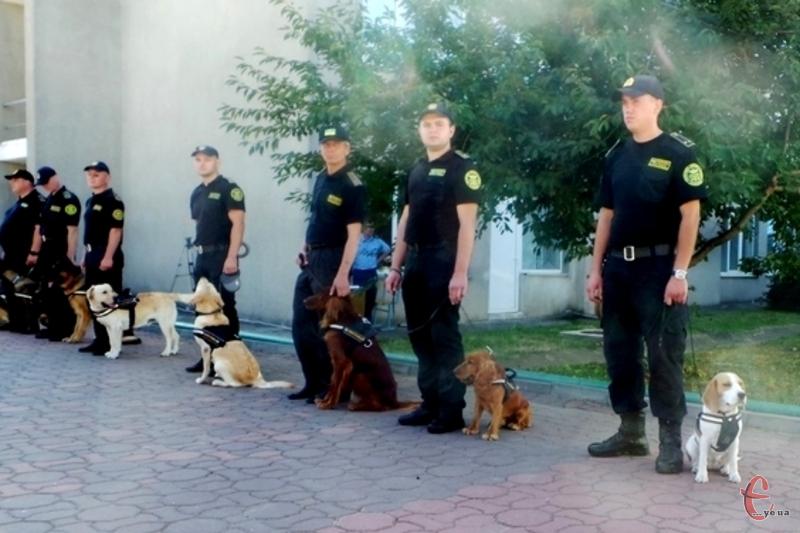 Кінологи і службові собаки з Хмельницького будуть забезпечувати безпеку громадян на конкурсі