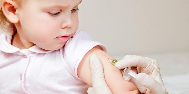 Батькам маленьких хмельничан з питань вакцинації звертатись до дільничного педіатра
