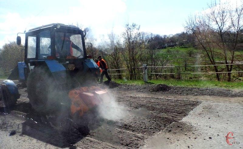 Митники допоможуть ремонтувати дороги