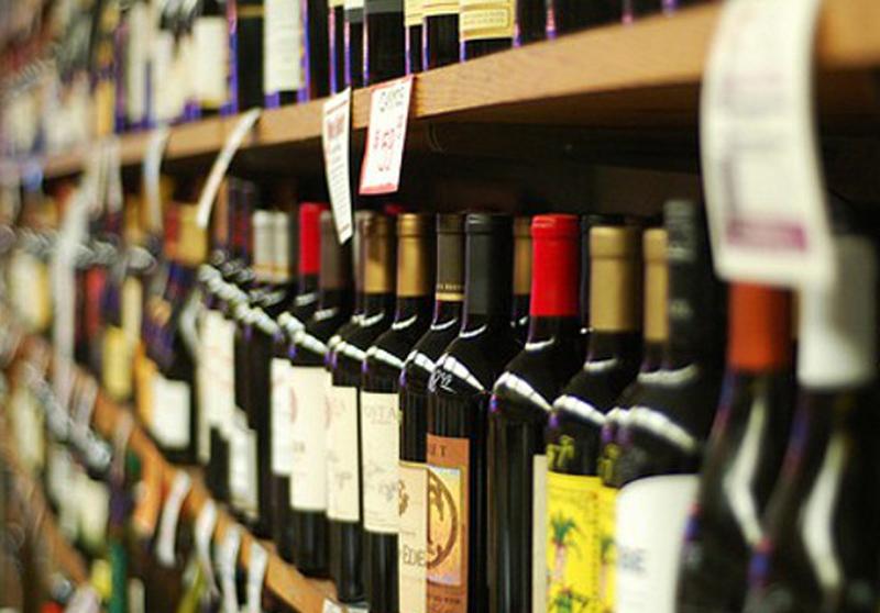 За продаж алкоголю дітям без ліцензій залишилося більше 20 підприємців області