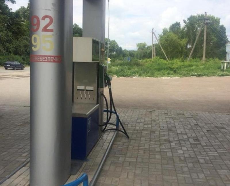 Крім пального, фіскали вилучили місткості для його зберігання та автозаправні колонки