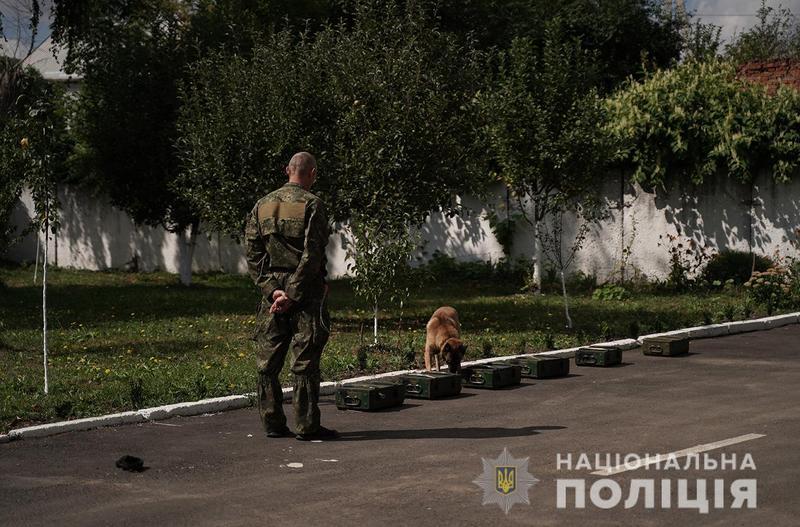 Поліцейські кінологи та прикордонники провели спільні навчання в Хмельницькому