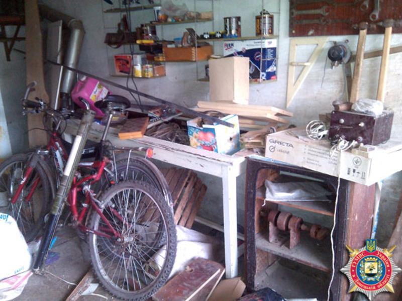 Небезпечну знахідку чоловік зберігав у гаражі