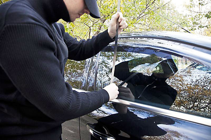 Виходячи з автомобіля, необхідно включити сигналізацію та інші засоби охорони