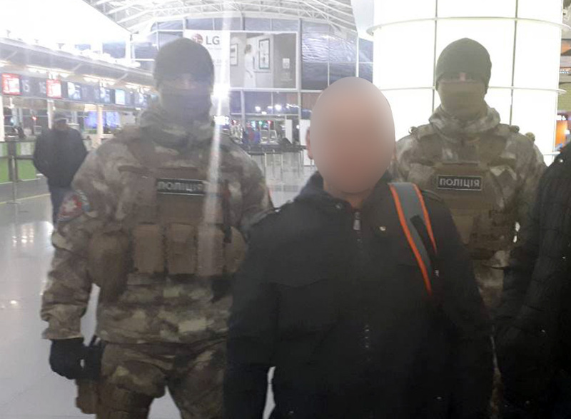 Працівники кримінальної поліції Хмельницької області разом з міграційниками видворили з України кримінального авторитета