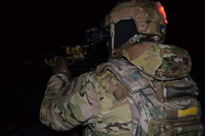 Бійці 8 полку, що дислокується в Хмельницькому, підвищують майстерність у нічних умовах