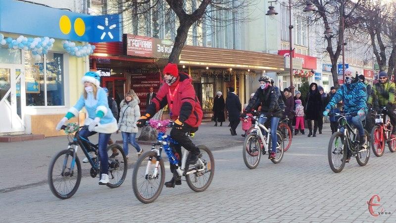 Велосипедисти проїхалися головною вулицею міста