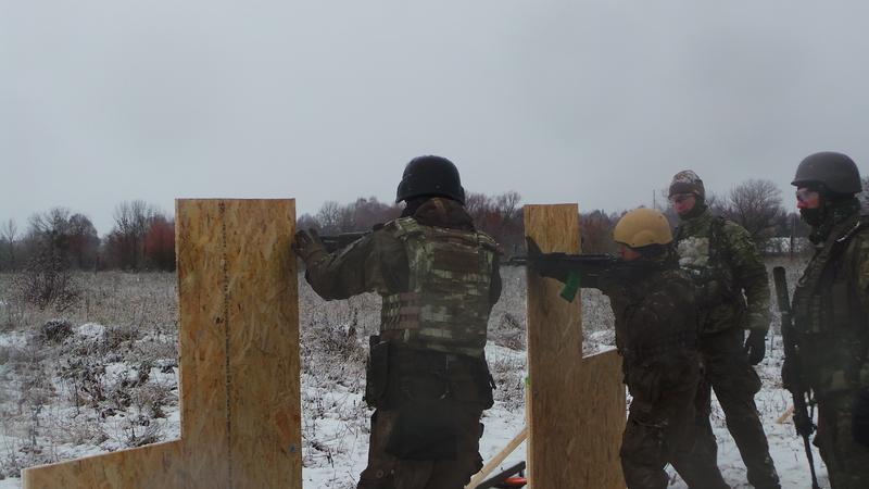 На полігоні у Хмельницькому 50 інструкторів НАТО навчають спецпризначенців воювати