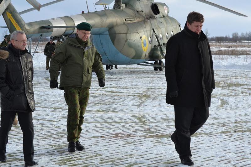Делегація Міністерства охорони краю Литовської Республіки на чолі з Міністром охорони краю Раймундасом Кароблісом відвідала одну із військових частин обласного центру