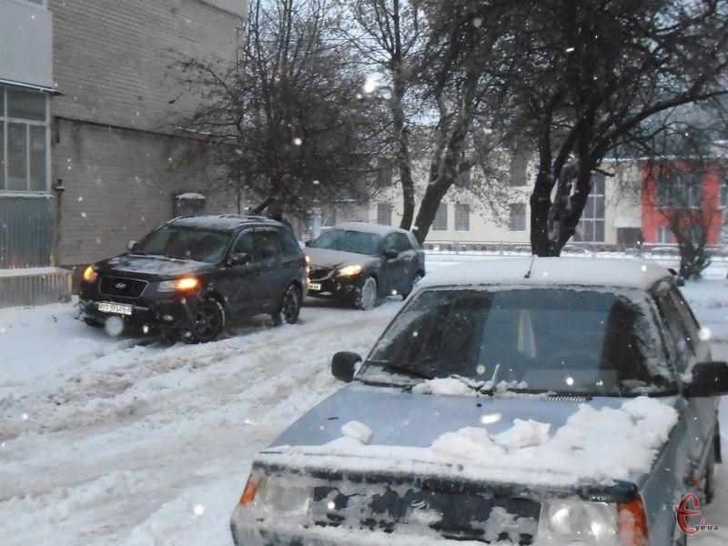 Поліція просить прибрати автомобілі з дворів