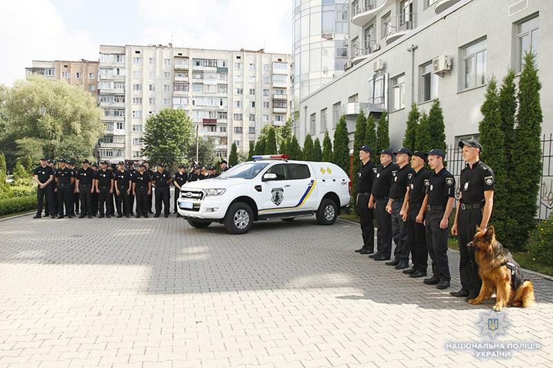 У Хмельницькому поліцейські вибухотехніки отримали надсучасний пересувний вибухотехнічний комплекс