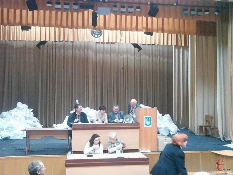 Хмельницька міська виборча комісія приймає протоколи від дільничних комісій