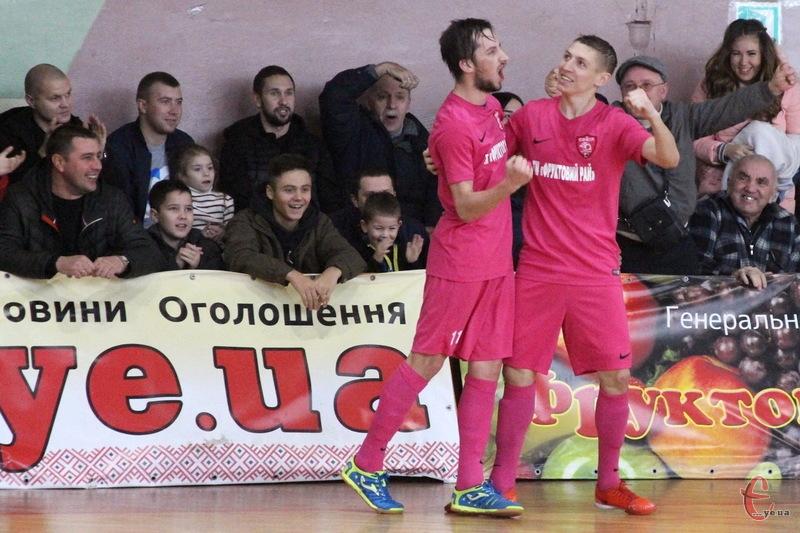 Педяш (ліворуч) та Лисенко (праворуч), а також Бакінський, за словами Романа Ковальчика, більше не гратимуть за Сокіл