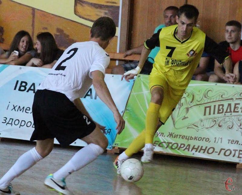 Дмитро Калуков (№7) розпочинає сезон в Екстра-лізі двома голами, забитими в ворота івано-франківського Урагану
