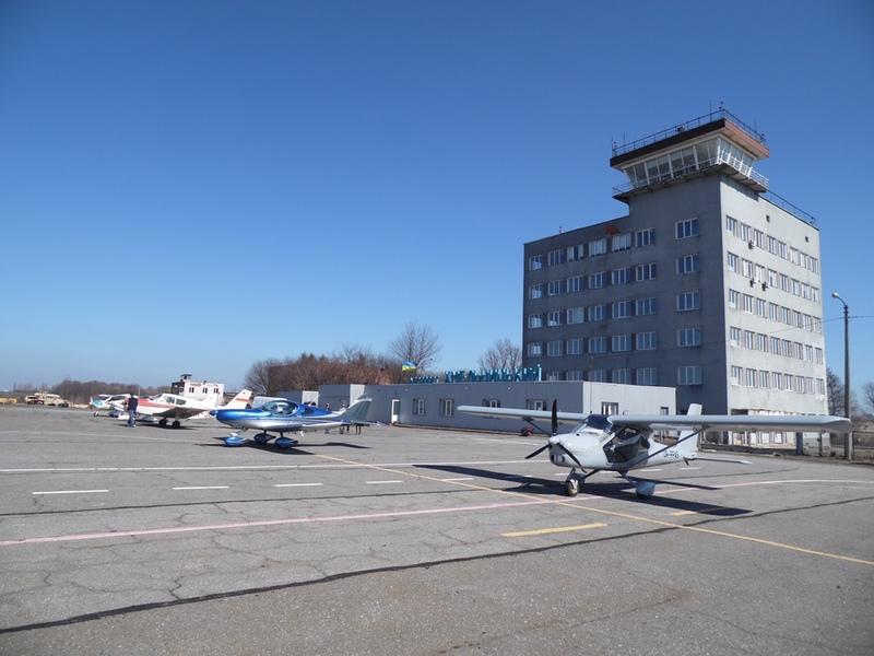 Технічну можливість приймати літаки малої авіації аеропорт має, а от юридичну, поки що - ні