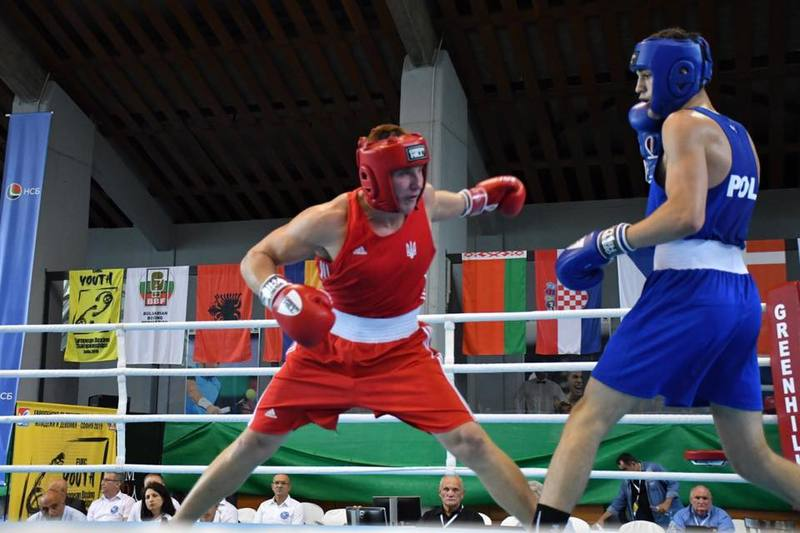 Максим Драч (у червоному) здобув бронзу першості Європи серед молоді
