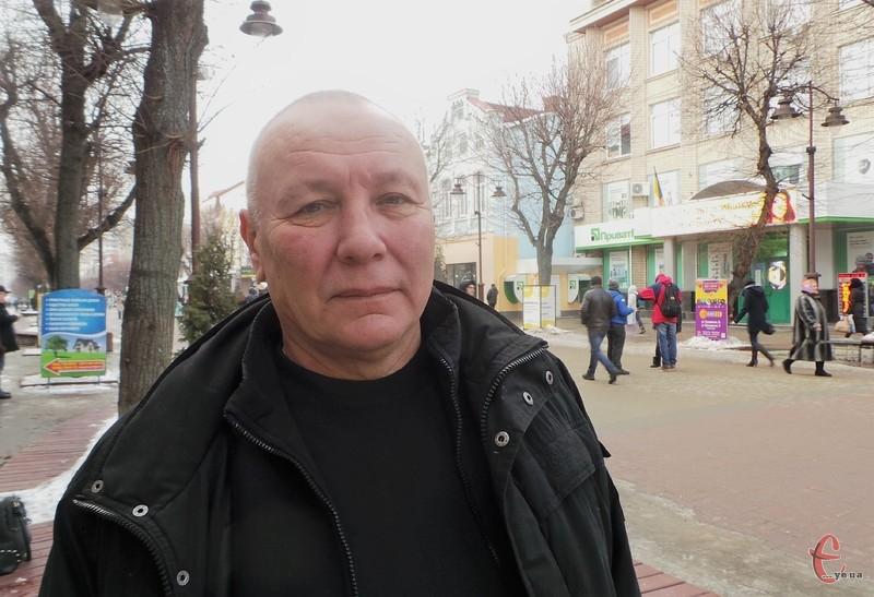 У те, що винні у смертях, які були наслідками стрілянини під стінами відомства, Юрій Валентинович не вірить