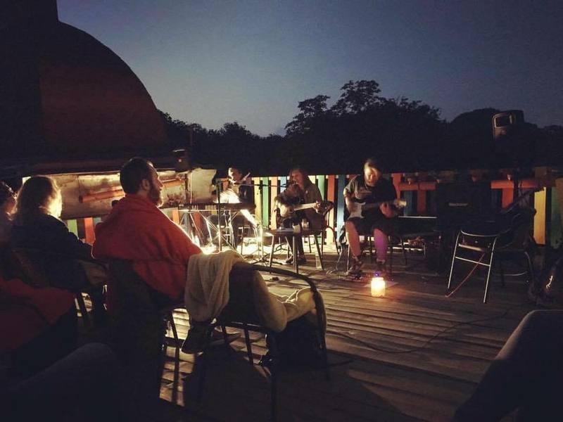 Презентація кліпу відбулася під час концерту на даху