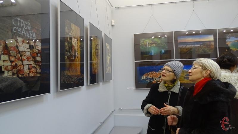 Світлини із деяких виставок можна побачити на слайдах