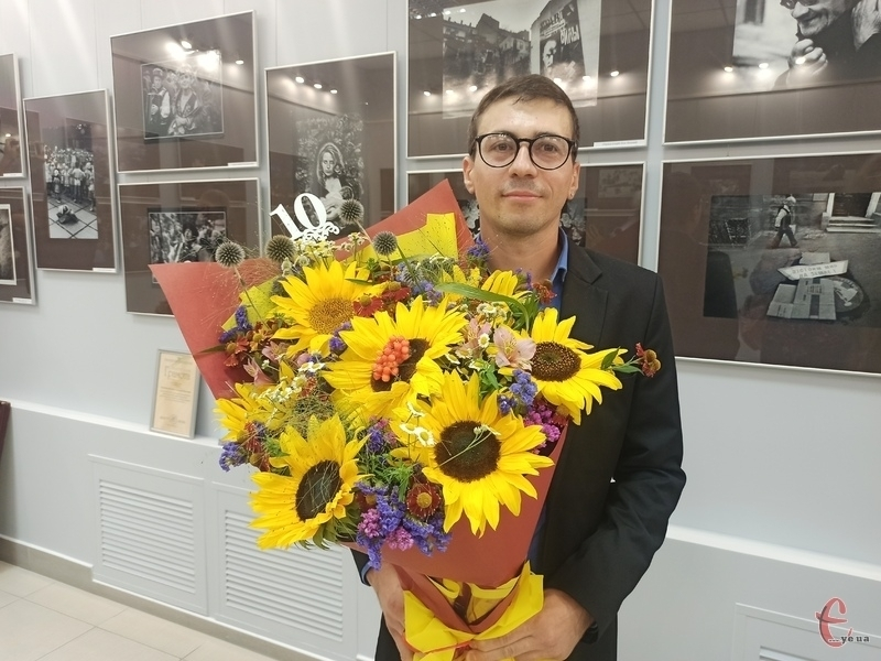 Директор музею-студії фотомистецтва Віталій Савін приймав сьогодні вітання та подарунки з нагоди ювілею закладу