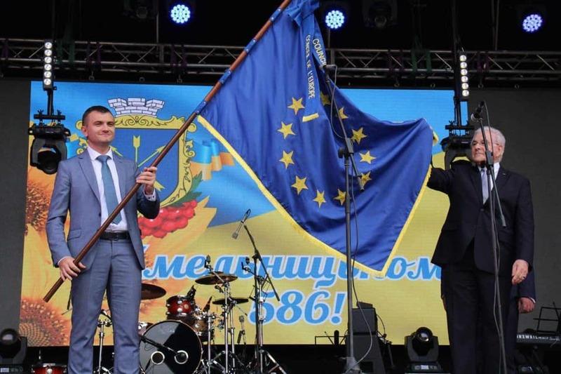 Два роки тому Хмельницькому вручили «Прапор честі» під час святкуванням Дня міста