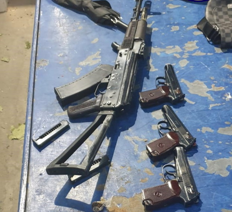Правоохоронці підозрюють, що іноземець купив автомат і три пістолета на території Хмельницького