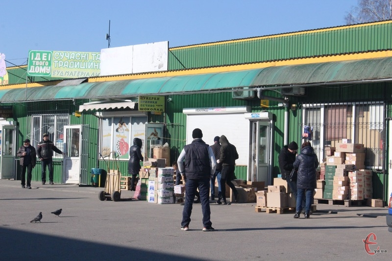 Деякі підприємці на дубівському ринку продовжували працювати навіть вранці 25 березня