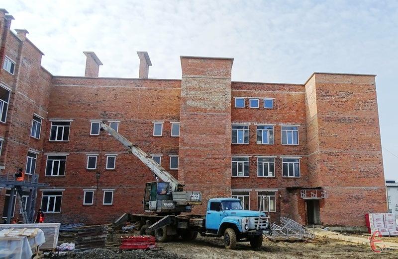 Будівництво навчально-виховного комплексу на вулиці Залізняка стартувало у 2017 році