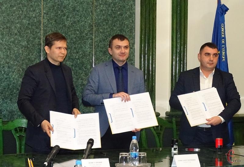 Угоду підписали між Хмельницькою міською радою, ХКП «Спецкомунтранс» та Європейським Банком Реконструкції та Розвитку
