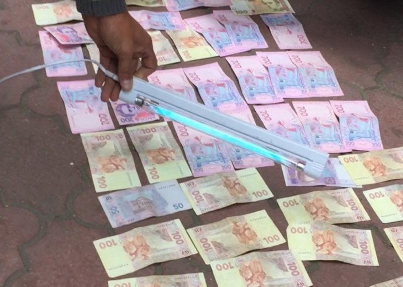 У підозрюваного в хабарництві міліціонера, вилучили сім тисяч гривень
