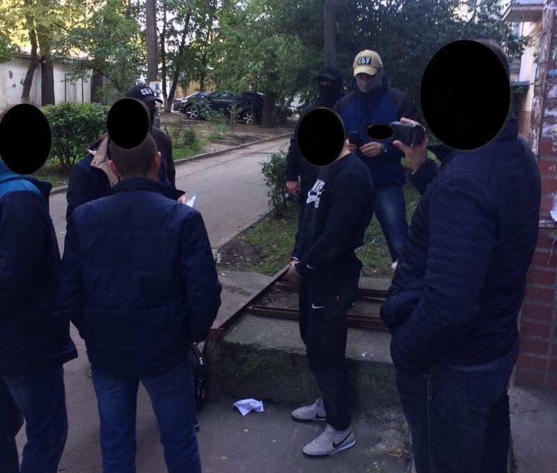 На Хмельниччині викрито працівника патрульної поліції, який займався збутом психотропної речовини амфетамін