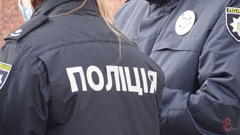 На Хмельниччині інспектора патрульної поліції підозрюють у перевищенні службових повноважень