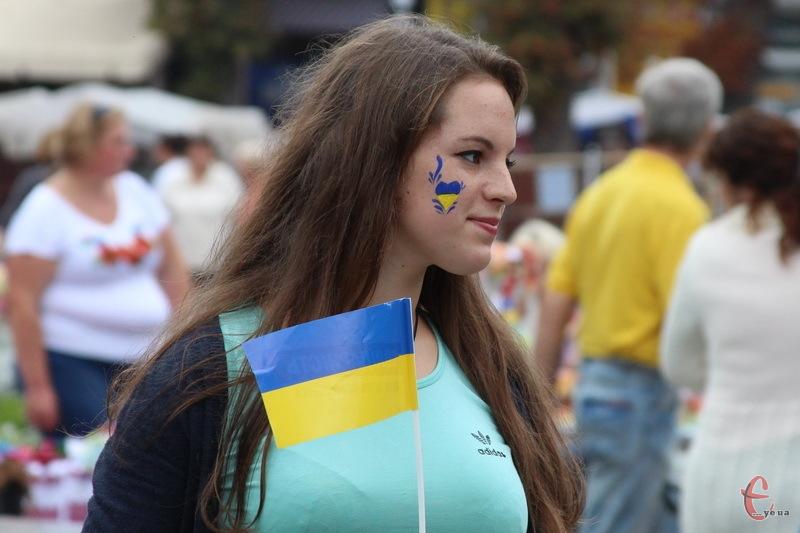 Патріотично розфарбований людей на День міста в Хмельницькому не бракувало