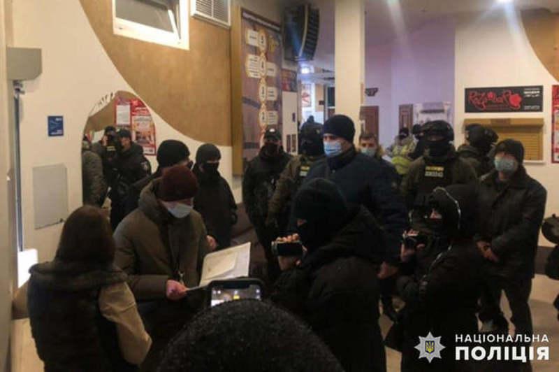 Правоохоронці кілька раз проводили обшуки у «СВ-клубі» Віктора Вікарчука