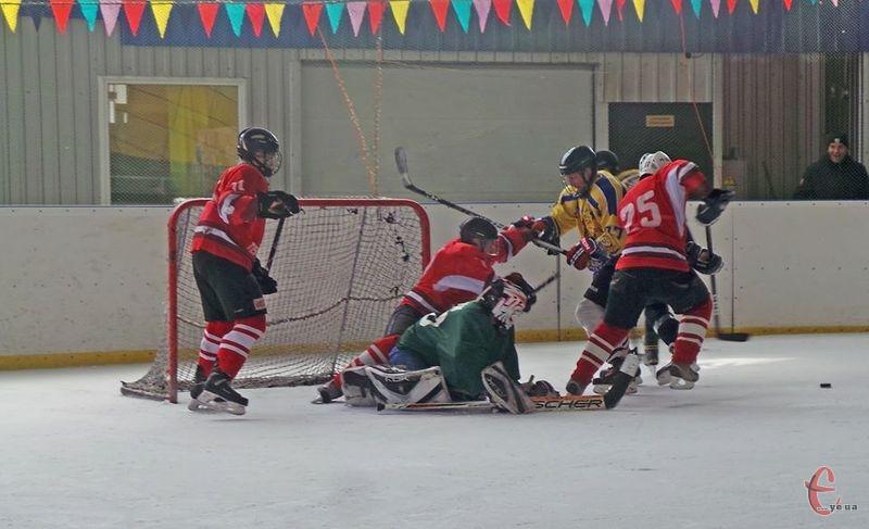 У хокейній першості визначилися команди, які зайняли третє і четверте місце