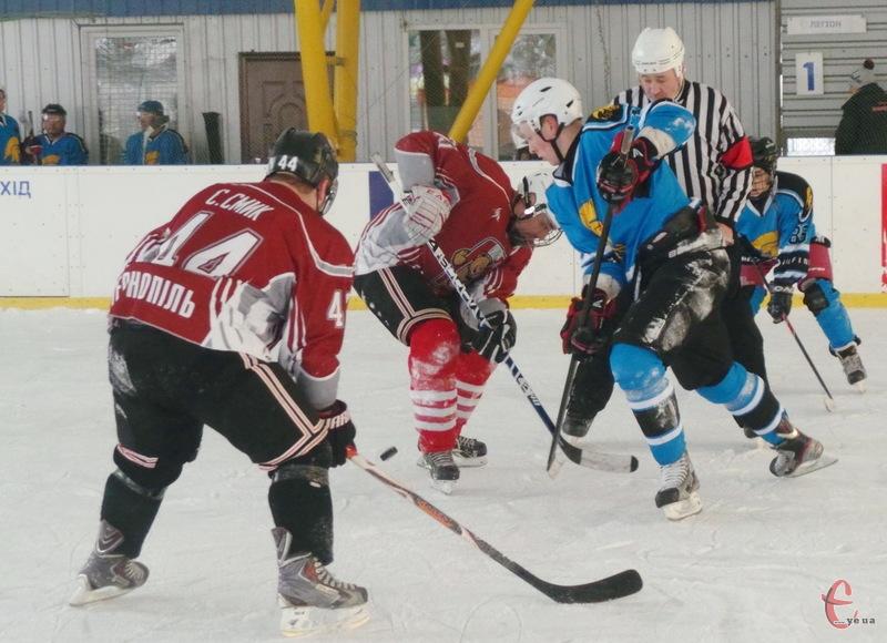 У фіналі відкритої першості Хмельницького з хокею зіграли місцевий Легіон та тернопільські Галицькі ведмеді