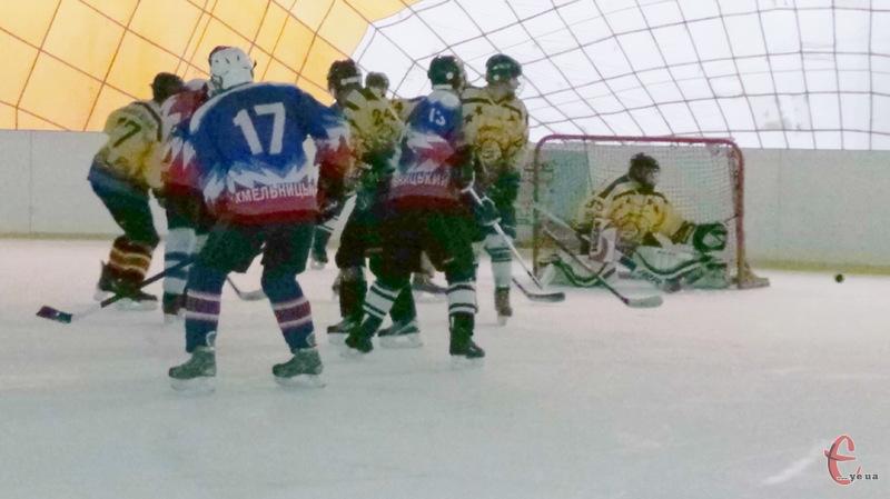 Наступні матчі першості Хмельниччини з хокею відбудуться 9-10 грудня