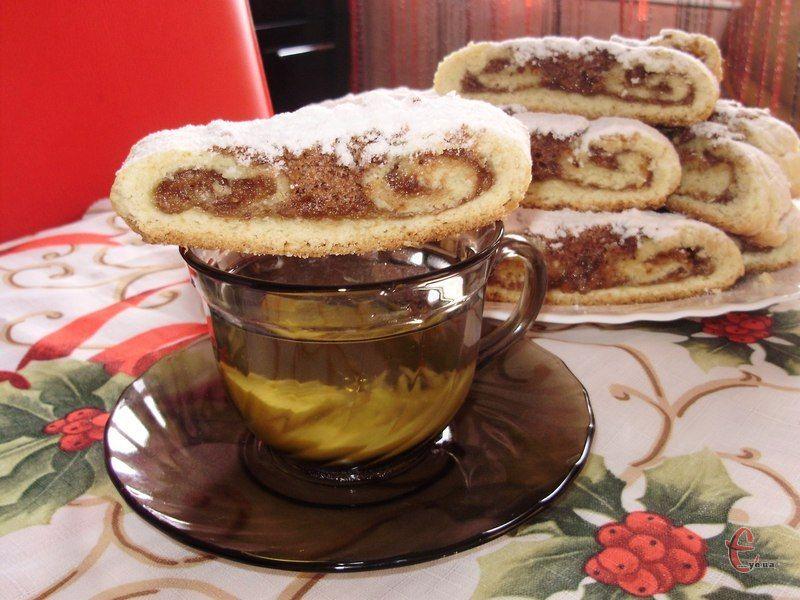 Хрустке розсипчасте тісто, ароматне шоколадно-горіхове безе й апетитний кумедний вигляд.