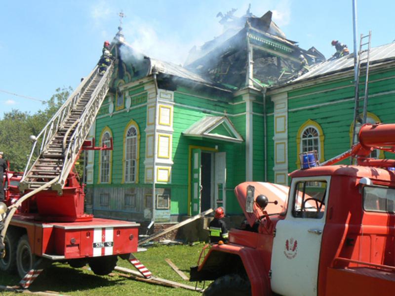 Коли вогнеборці прибули на виклик, уже палав купол церкви