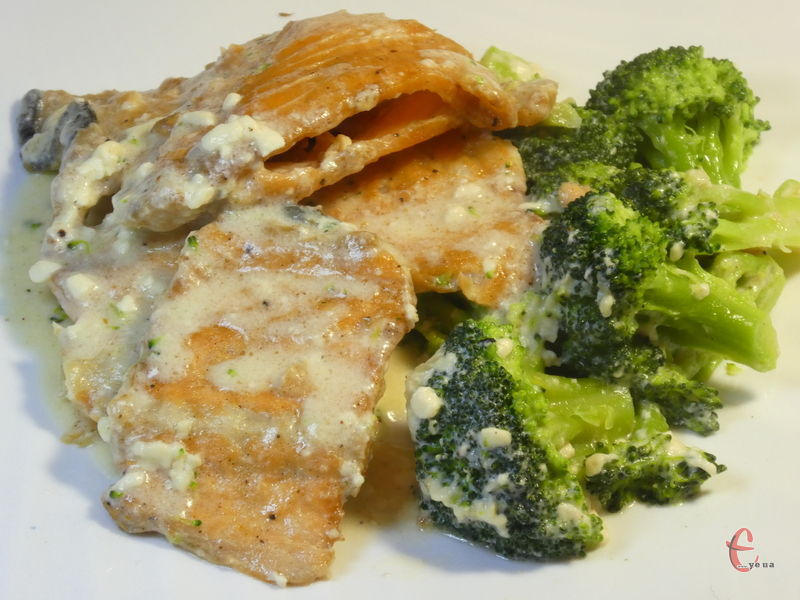 Як гарнір до цієї страви ідеально підійде варений рис або картопляне пюре.