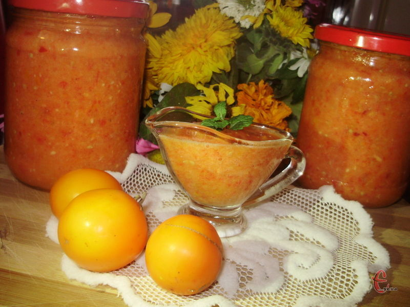 Смак такого томатного пікантного соусу свіжий і натуральний, він має одночасно і солодкість, і кислинку, і гострику.