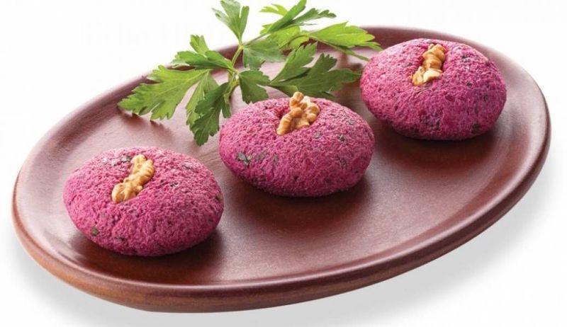 Все більшої популярності набувають яскраві та незвичні закуски: хумус і пхалі