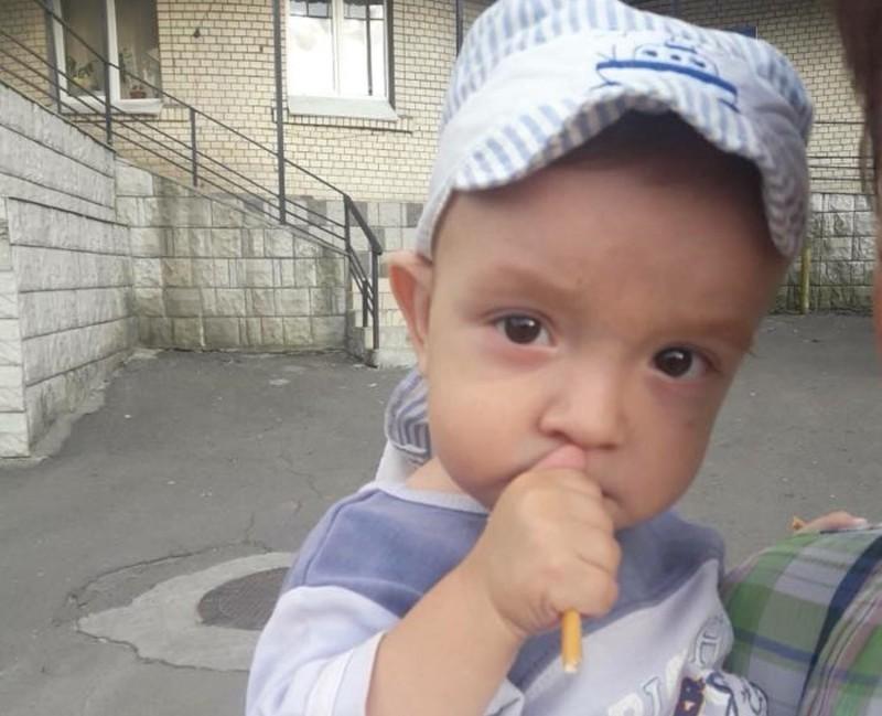 Однорічному хлопчику потрібна пересадка кісткового мозку