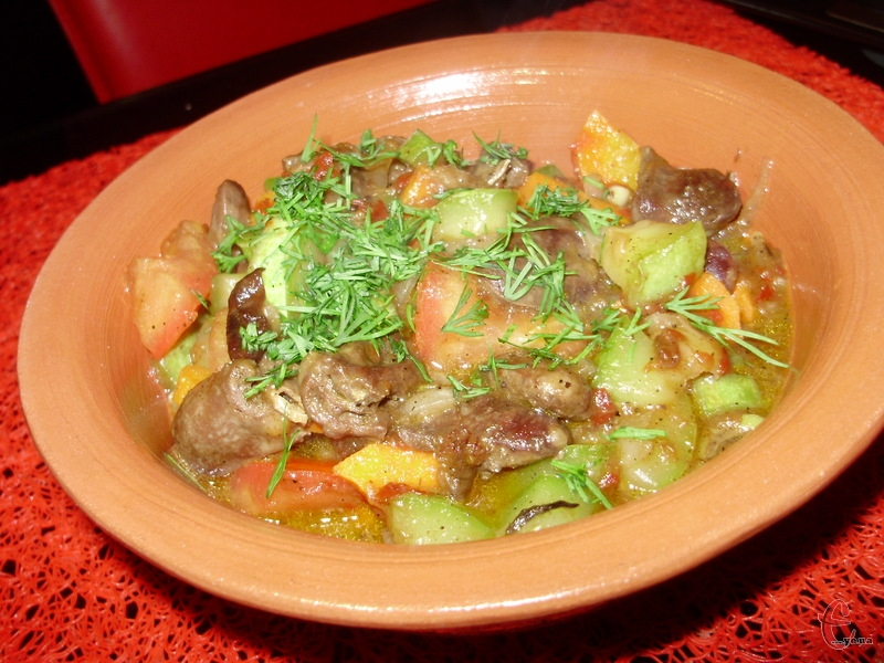 Легке, ніжне рагу з кабачків — вітамінна, корисна та малокалорійна страва.