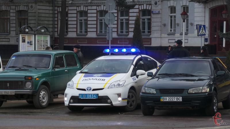 Юнак покатався на поліцейському автомобілі