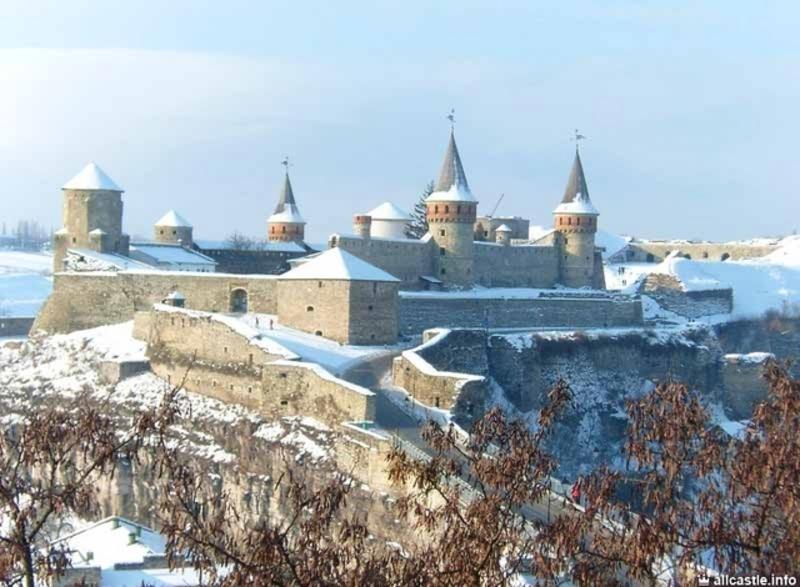 Щоб урочисто розписатися у фортеці, треба викласти 500 гривень