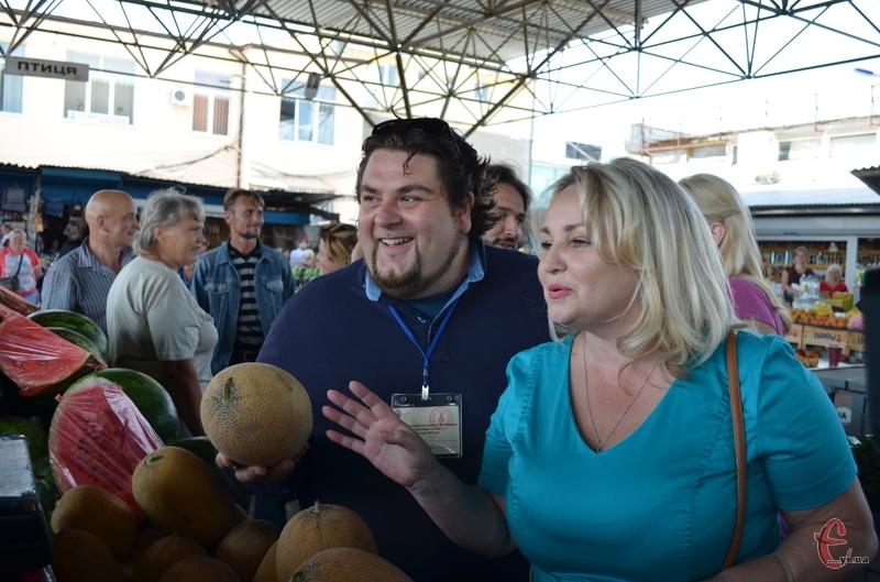 Оперні співаки на ринку у Кам'янці-Подільському