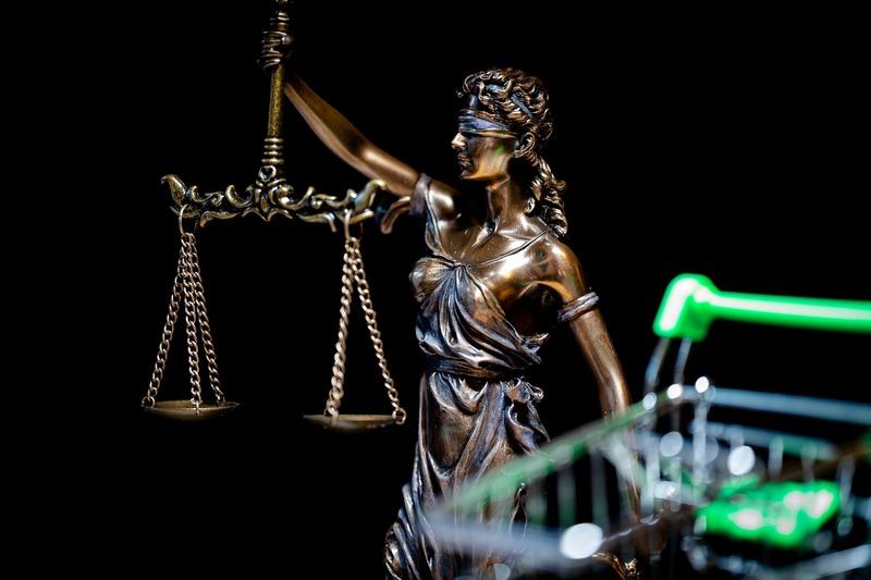 Суд постановив закрити справу й обмежитися усним зауваженням